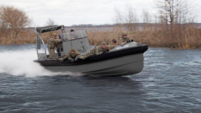 סירות פטרול ופשיטה קשיחות לשימוש צבאי
